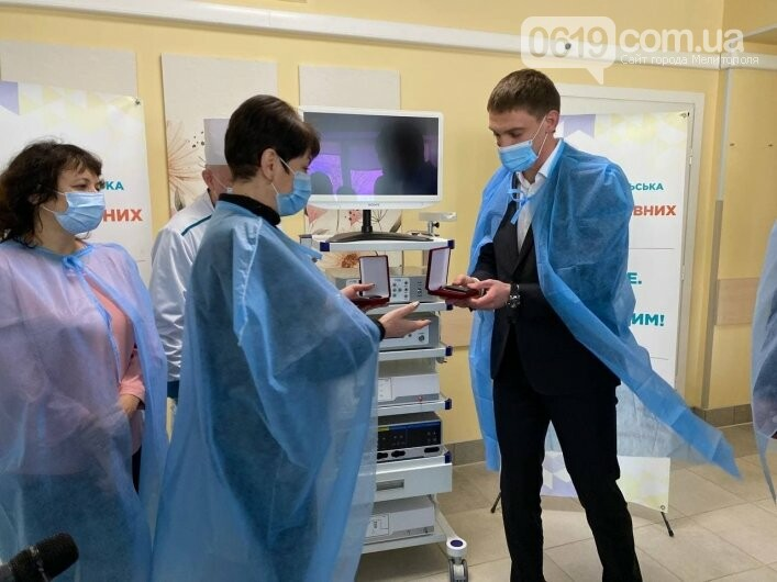 Медики Мелитополя получили две новенькие служебные машины, фото-1