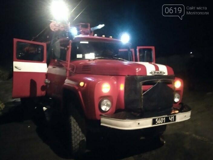 В Мелитополе ночью тушили пожар в жилом доме, фото-1