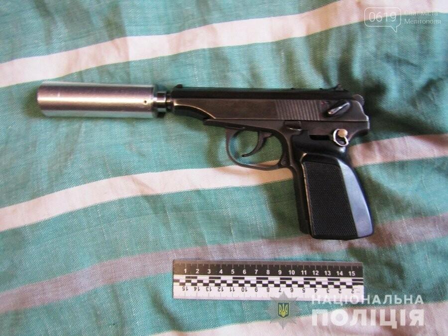 Мелитополец хранил дома пистолет с глушителем, фото-1