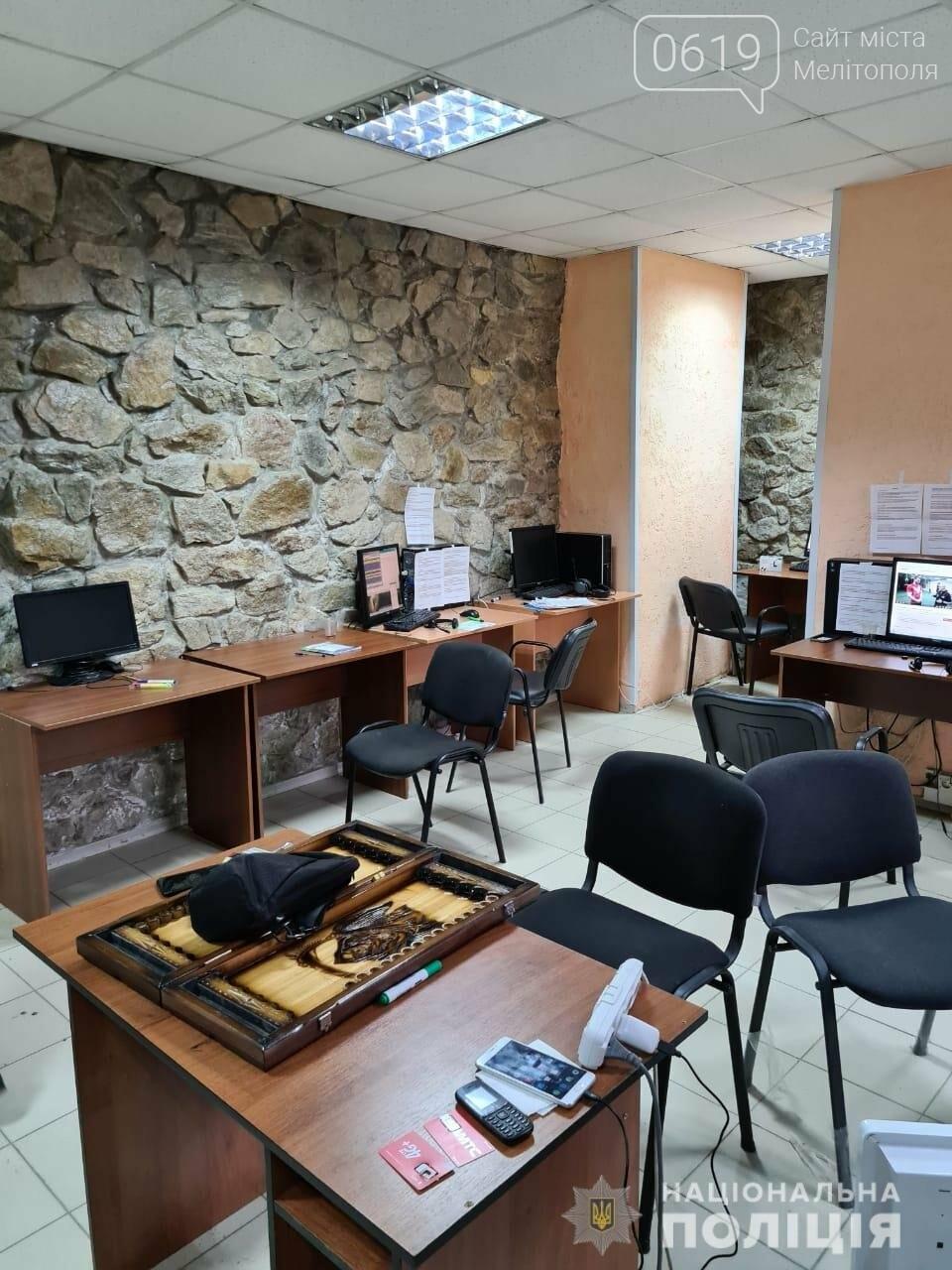 Представлялись работниками банка: в Мелитополе полиция остановила деятельность колл-центра, фото-2