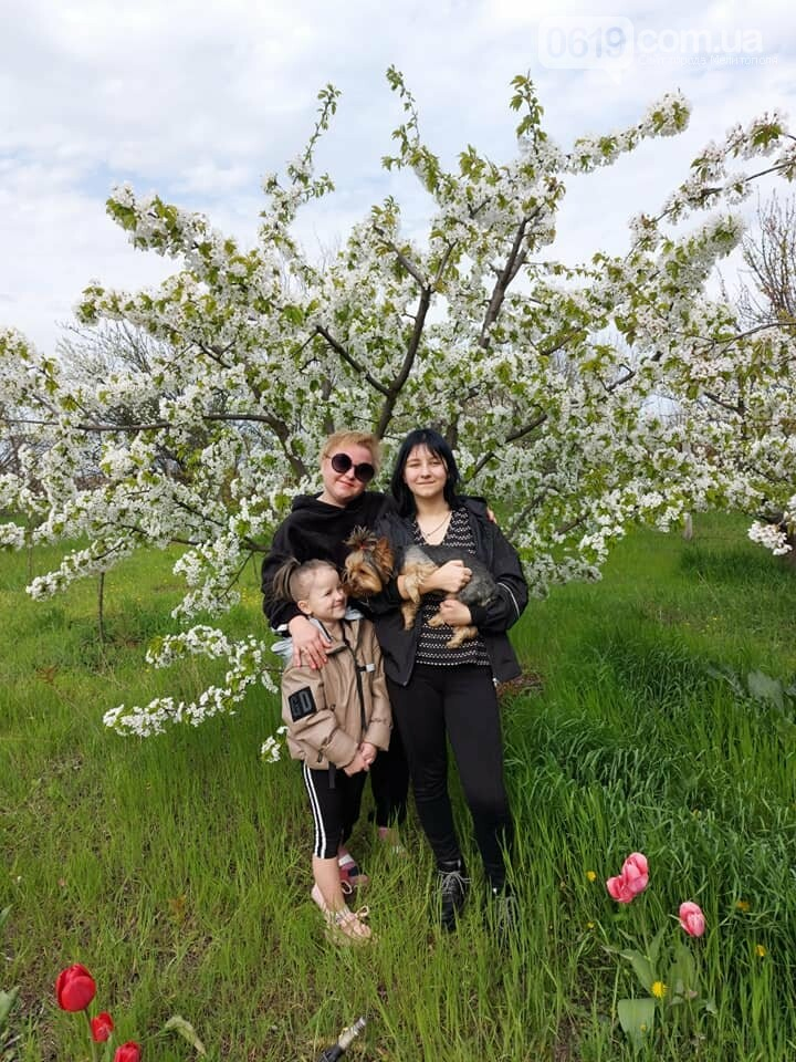 Счастливая мама Екатерина Нестеренко получает положительные эмоции от красок весны и улыбок своих детей!