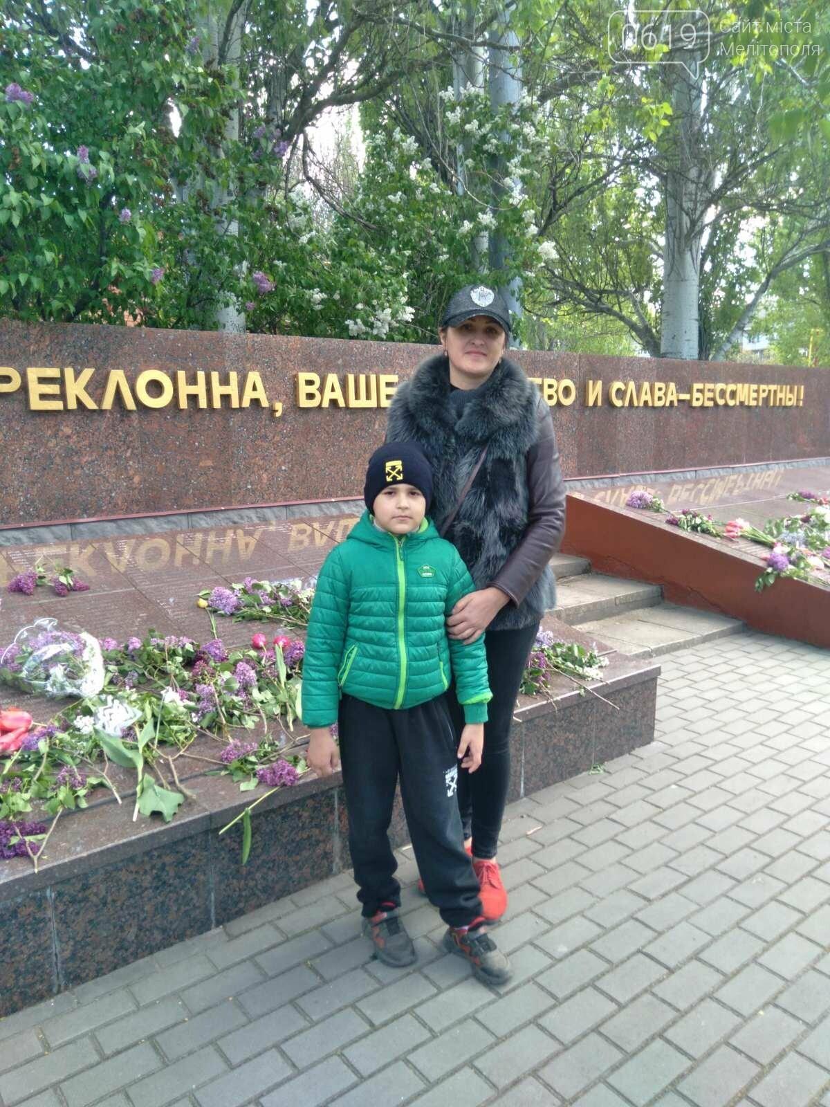 Оксана Працько пришла на праздник с сыном Артемом