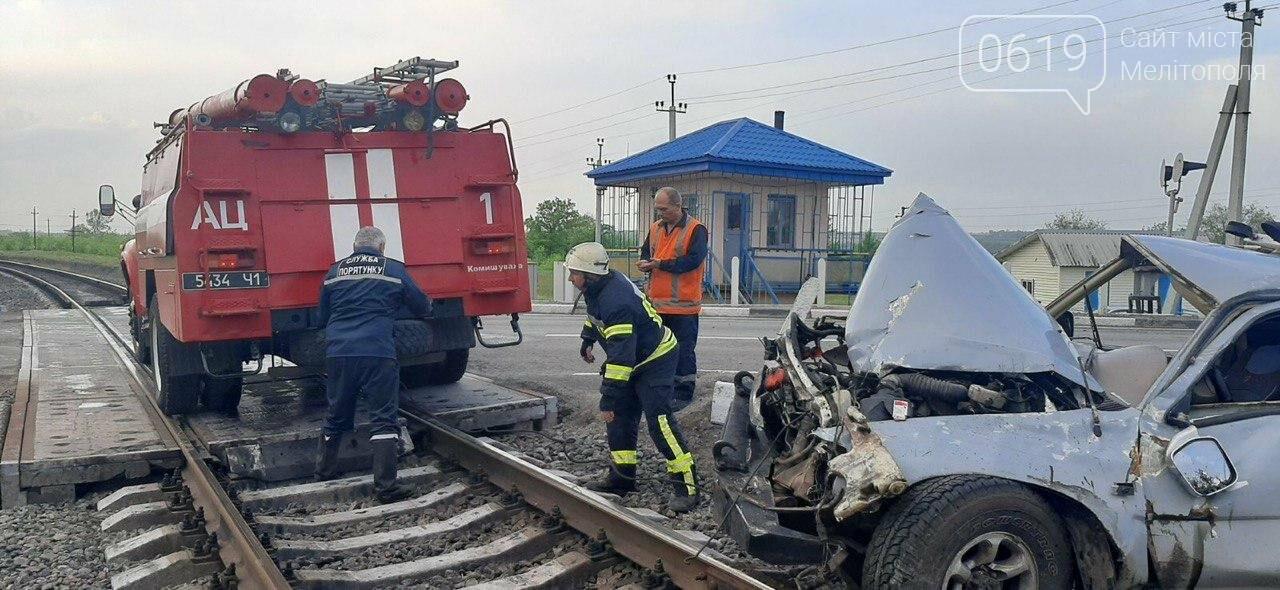 ЧП под Мелитополем: на железнодорожном переезде перевернулась иномарка, фото-2