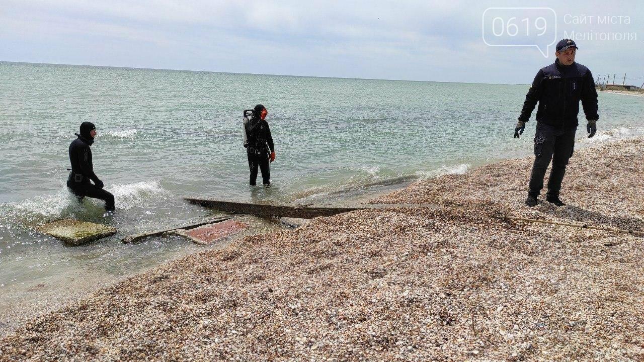 Акваторию дна Азовского моря накануне лета спасатели чистят и обследуют , фото-5