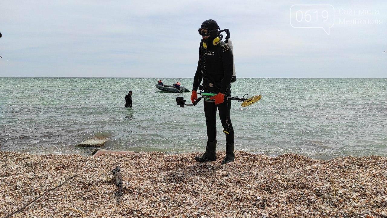 Акваторию дна Азовского моря накануне лета спасатели чистят и обследуют , фото-4
