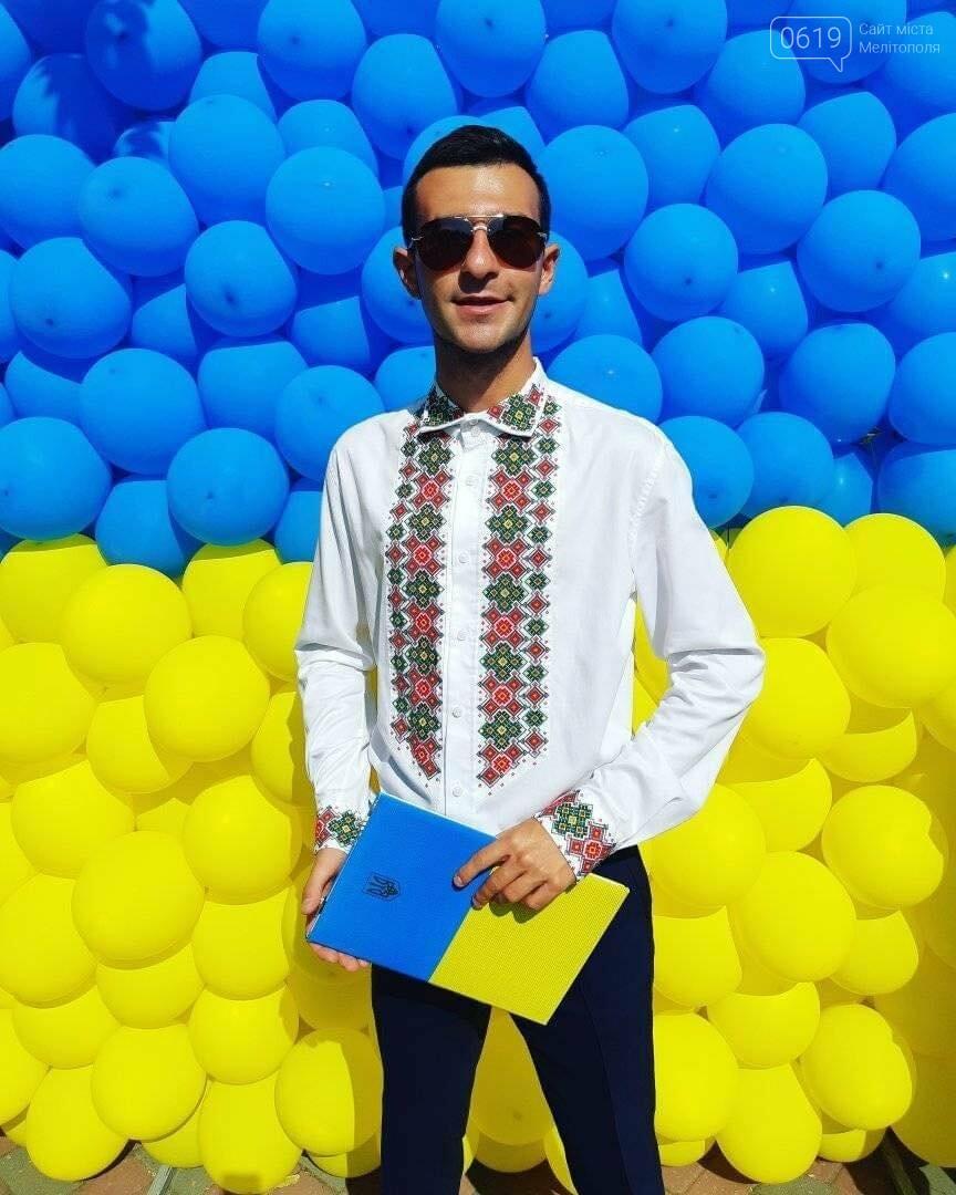 Владислав Зеленский часто проводит городские мероприятия в вышиванках