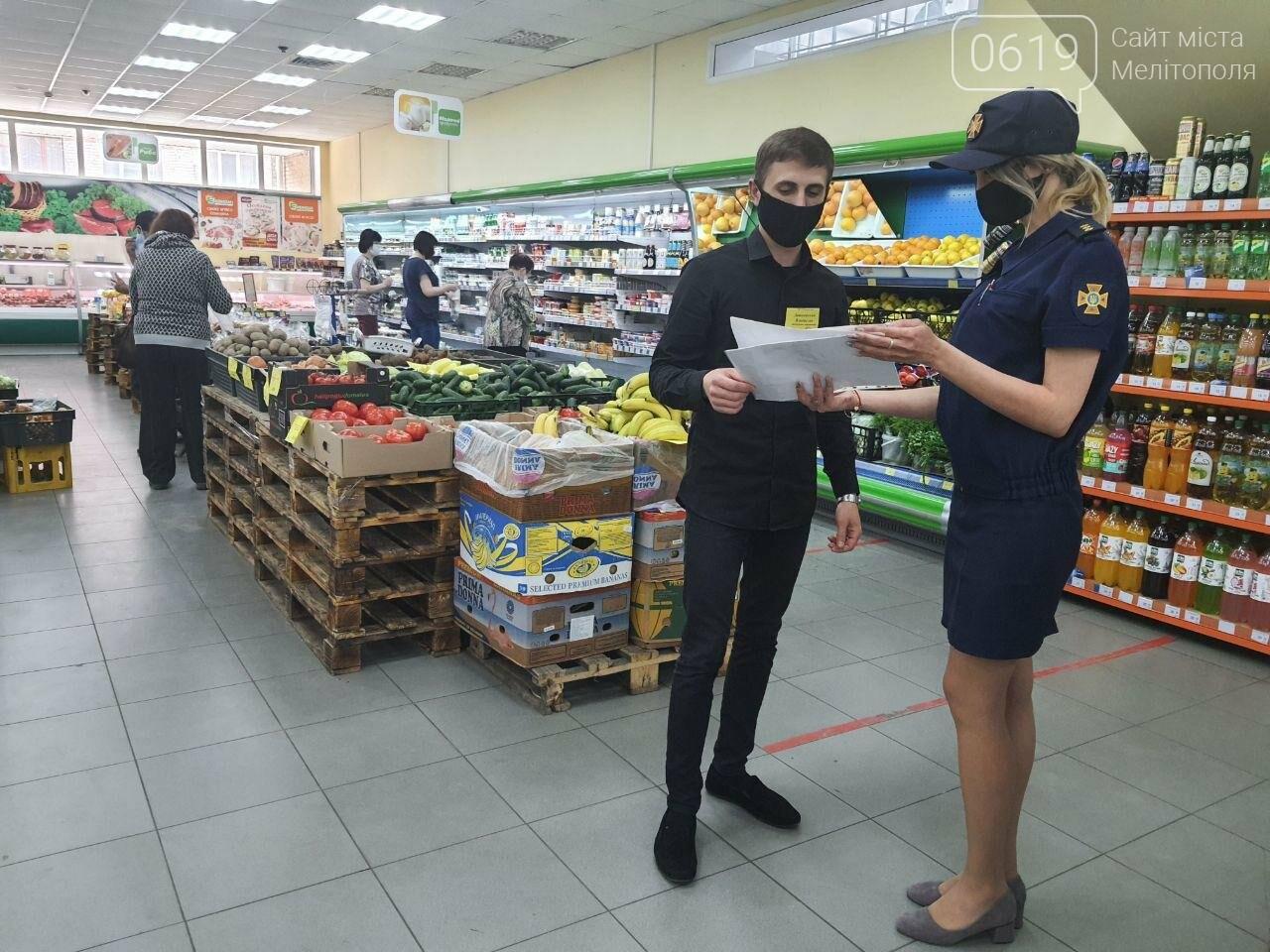 Спасатели провели разъяснительную работу в торгово-развлекательных центрах Мелитополя, фото-1