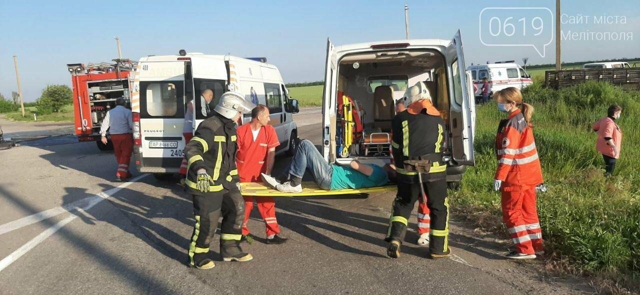Авто горело на дороге: медики и спасатели прокомментировали масштабное ДТП под Мелитополем , фото-2