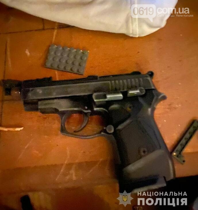 Жители Запорожской области хранили дома гранатомет, пистолеты, гранаты, взрывчатку, фото-4