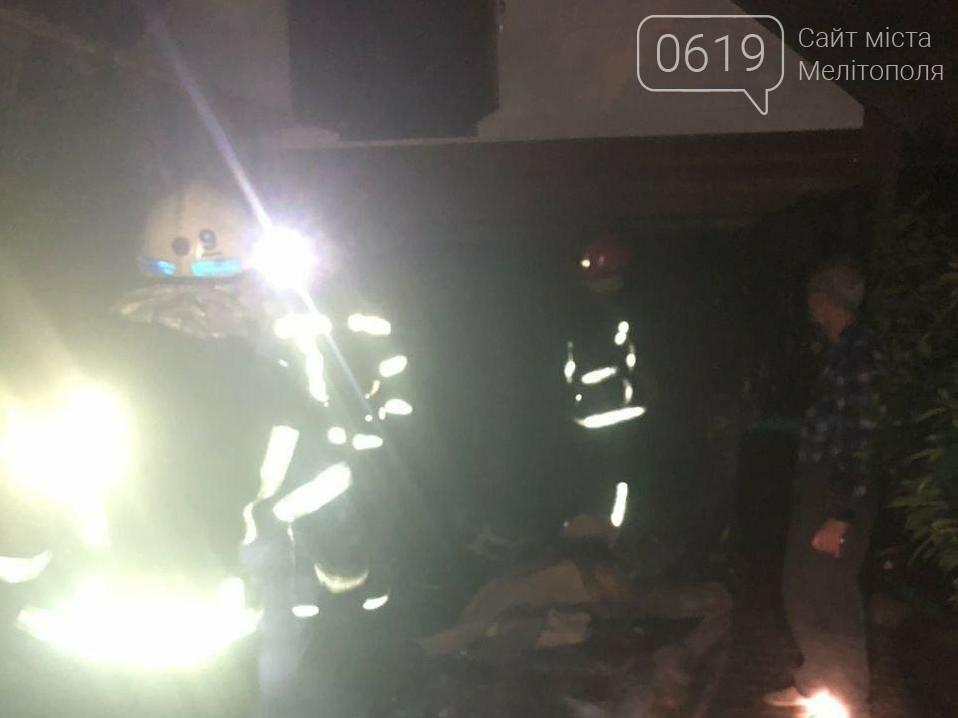 В Мелитополе спасатели тушили пожар в гараже, фото-1