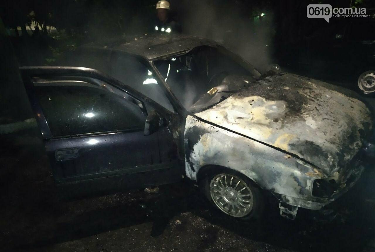 Ночью в Мелитополе горела иномарка, фото-2