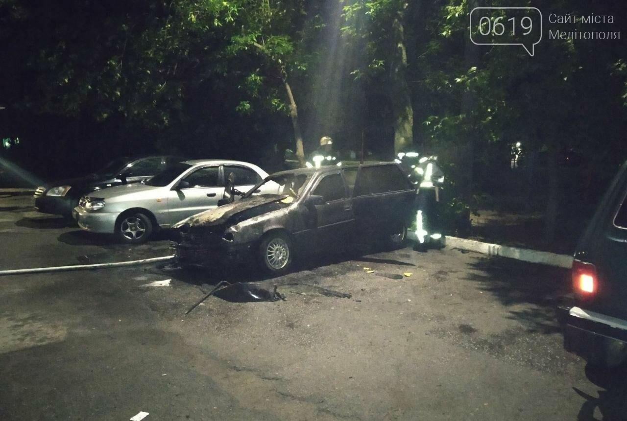 Ночью в Мелитополе горела иномарка, фото-1