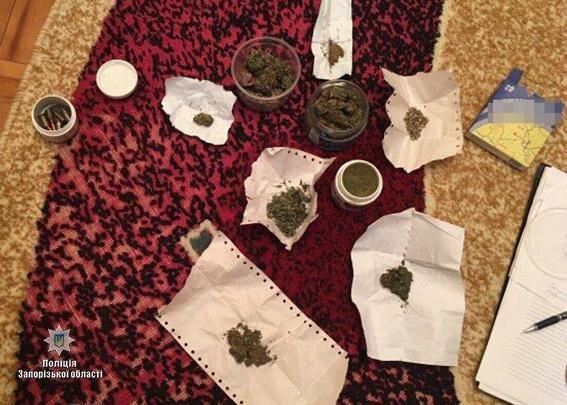 Полиция изъяла наркотики и оружие на сумму более 400 тысяч гривен, фото-1, Фото