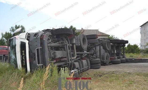 В результате ДТП  водитель получил многочисленные травмы , фото-1