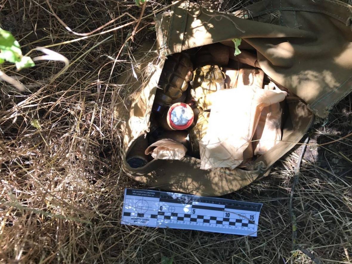 Преступники устроили  тайник на кладбище , фото-3