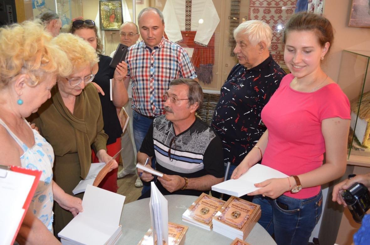 Горожанам презентовали книгу о выдающемся мелитопольце, фото-9