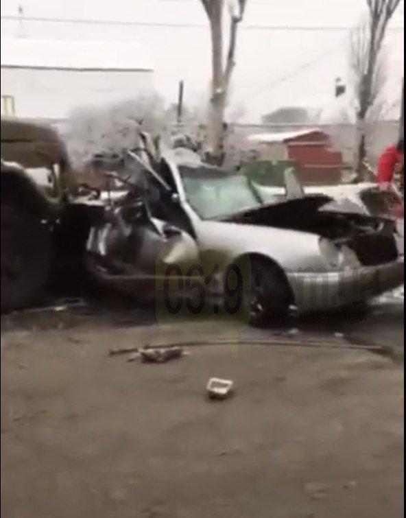 """В Мелитополе грузовик """"Водоканала"""" врезался в Mercedes, есть пострадавший, - ФОТО, ВИДЕО, фото-3"""