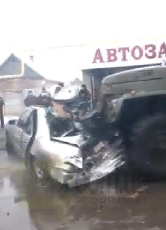 """В Мелитополе грузовик """"Водоканала"""" врезался в Mercedes, есть пострадавший, - ФОТО, ВИДЕО, фото-5"""