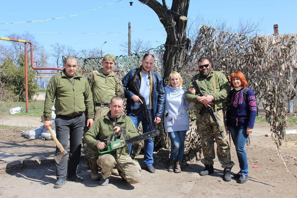 Мелитопольцы поздравили с Пасхой бойцов на передовой, фото-1