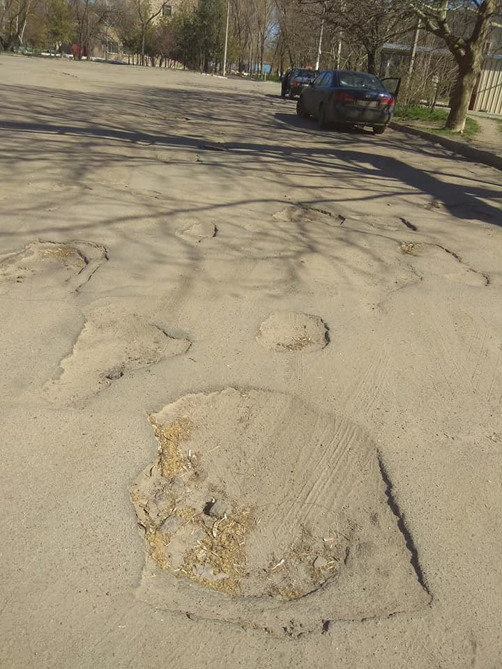 В Мелитополе пациенты жалуются на состояние дорог возле больницы , фото-1
