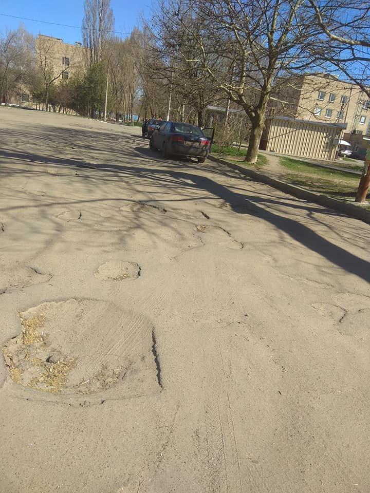 В Мелитополе пациенты жалуются на состояние дорог возле больницы , фото-2