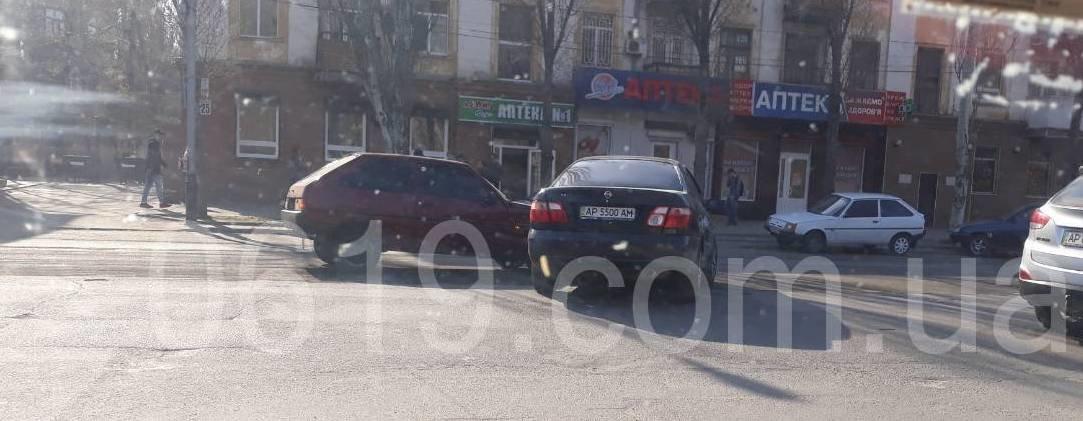 В Мелитополе на проспекте столкнулись Таврия и Ниссан, - ФОТО, фото-1