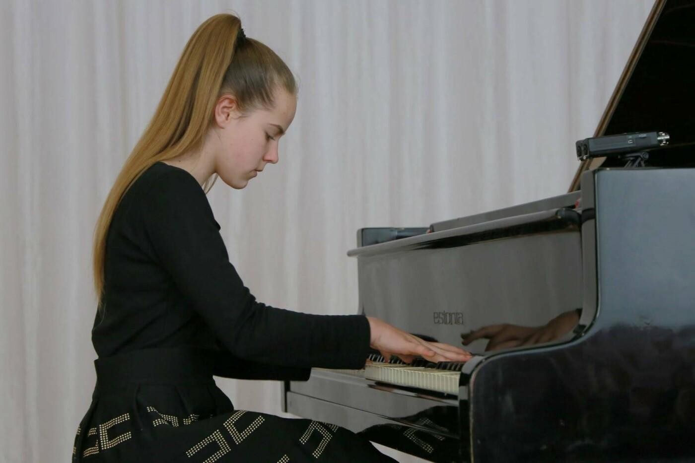 Мелитополец организовал концерт в память о матери , фото-1