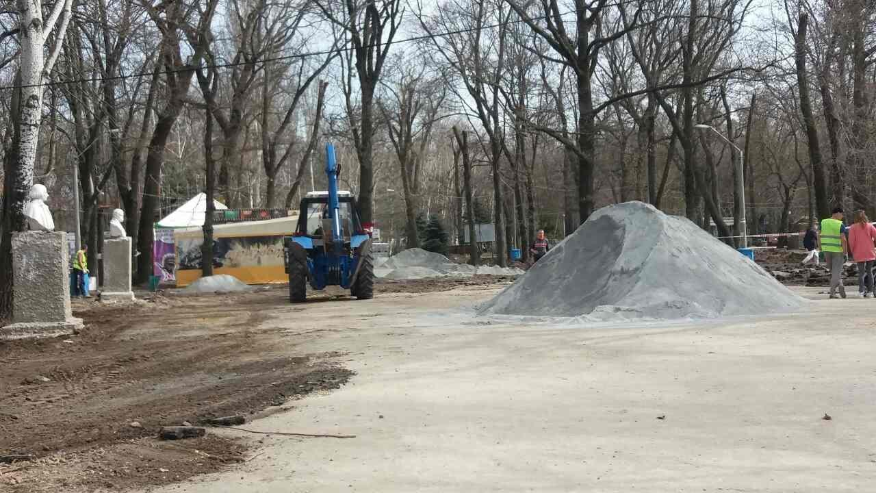Новую плитку в парке выложат до 1 мая, фото-1