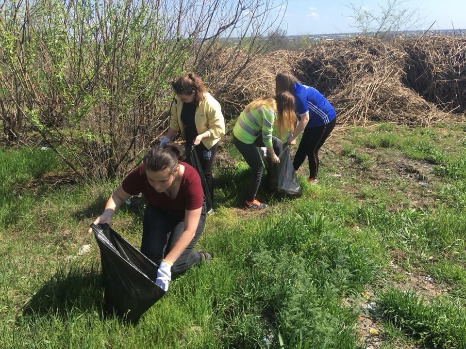 Мелитопольские студенты убрали лесопарк , фото-4, Фото из соцсети