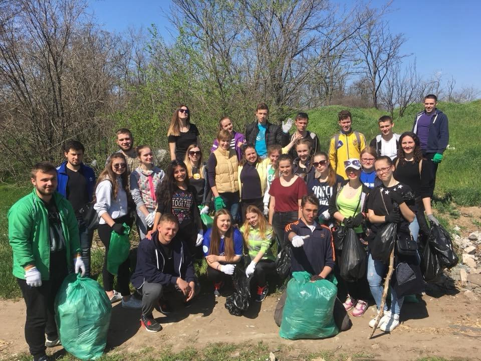 Мелитопольские студенты убрали лесопарк , фото-2, Фото из соцсети