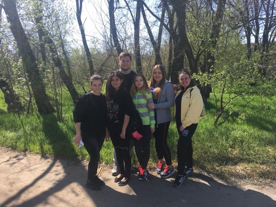 Мелитопольские студенты убрали лесопарк , фото-3, Фото из соцсети
