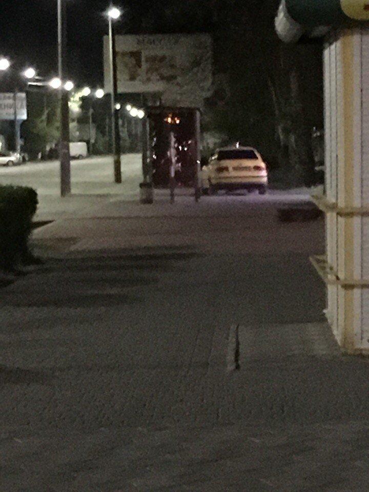 В Мелитополе автохам решил припарковать авто на тротуаре , фото-1, Фото из открытых источников
