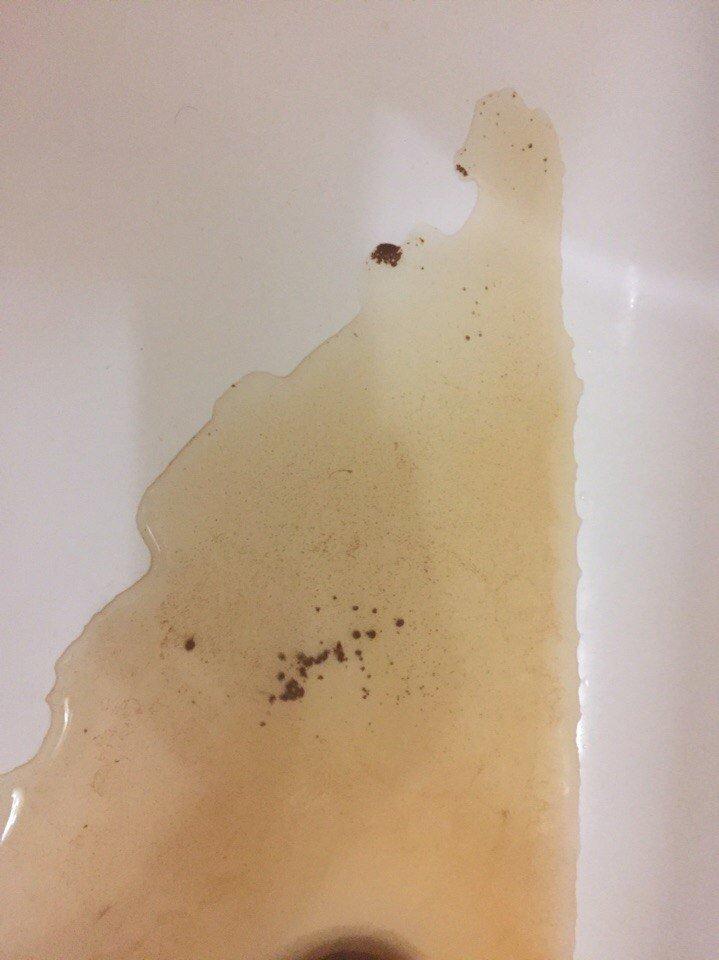 Из кранов мелитопольцев течет ржавая вода, фото-2