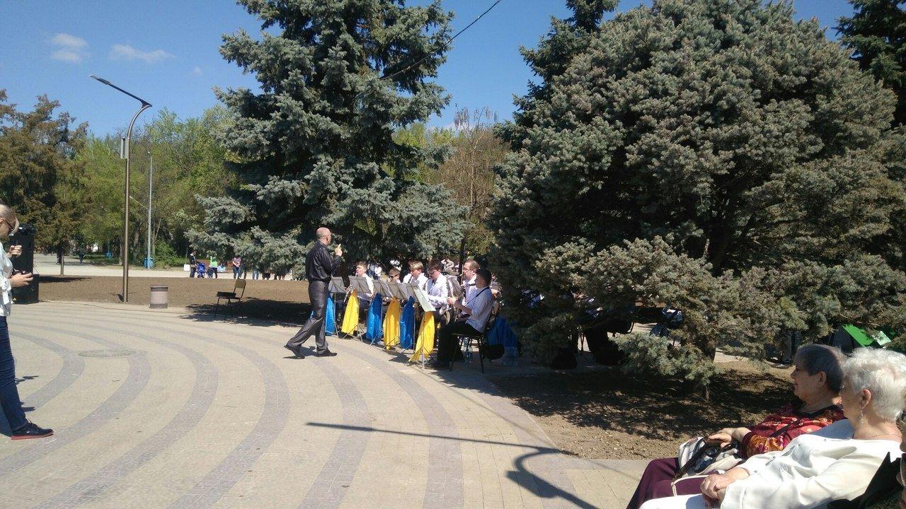 В мелитопольском парке состоялось торжественное открытие светомузыкального фонтана, фото-2