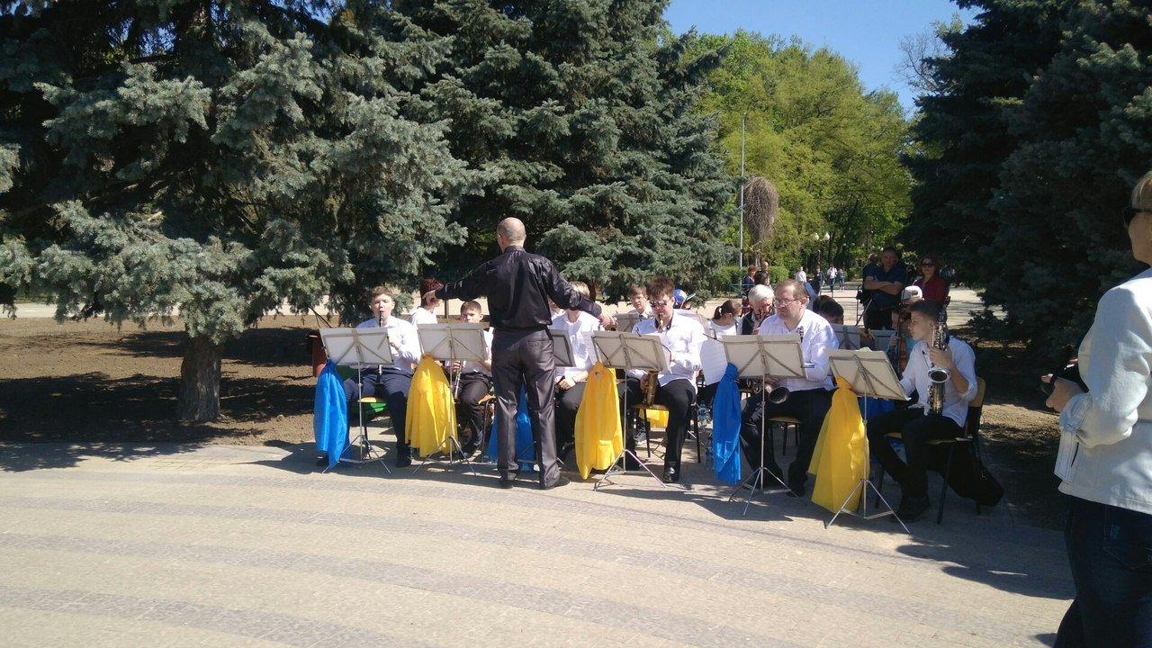 В мелитопольском парке состоялось торжественное открытие светомузыкального фонтана, фото-1