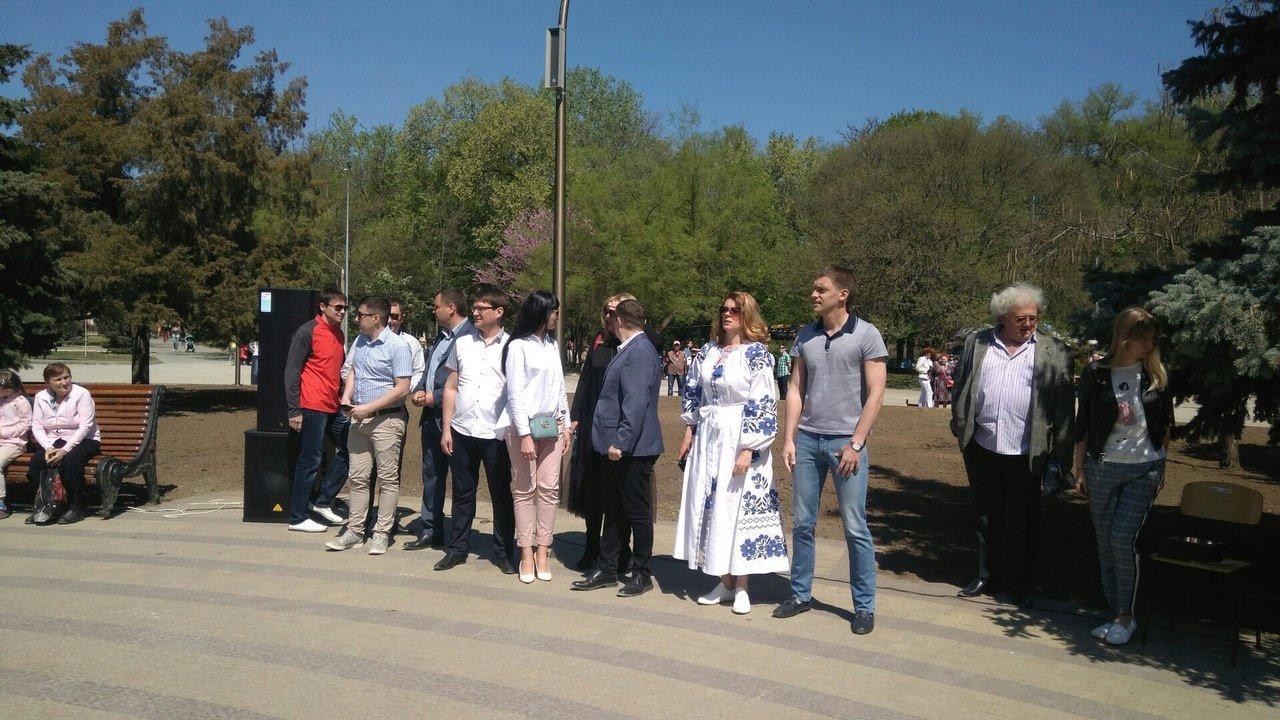 В мелитопольском парке состоялось торжественное открытие светомузыкального фонтана, фото-5