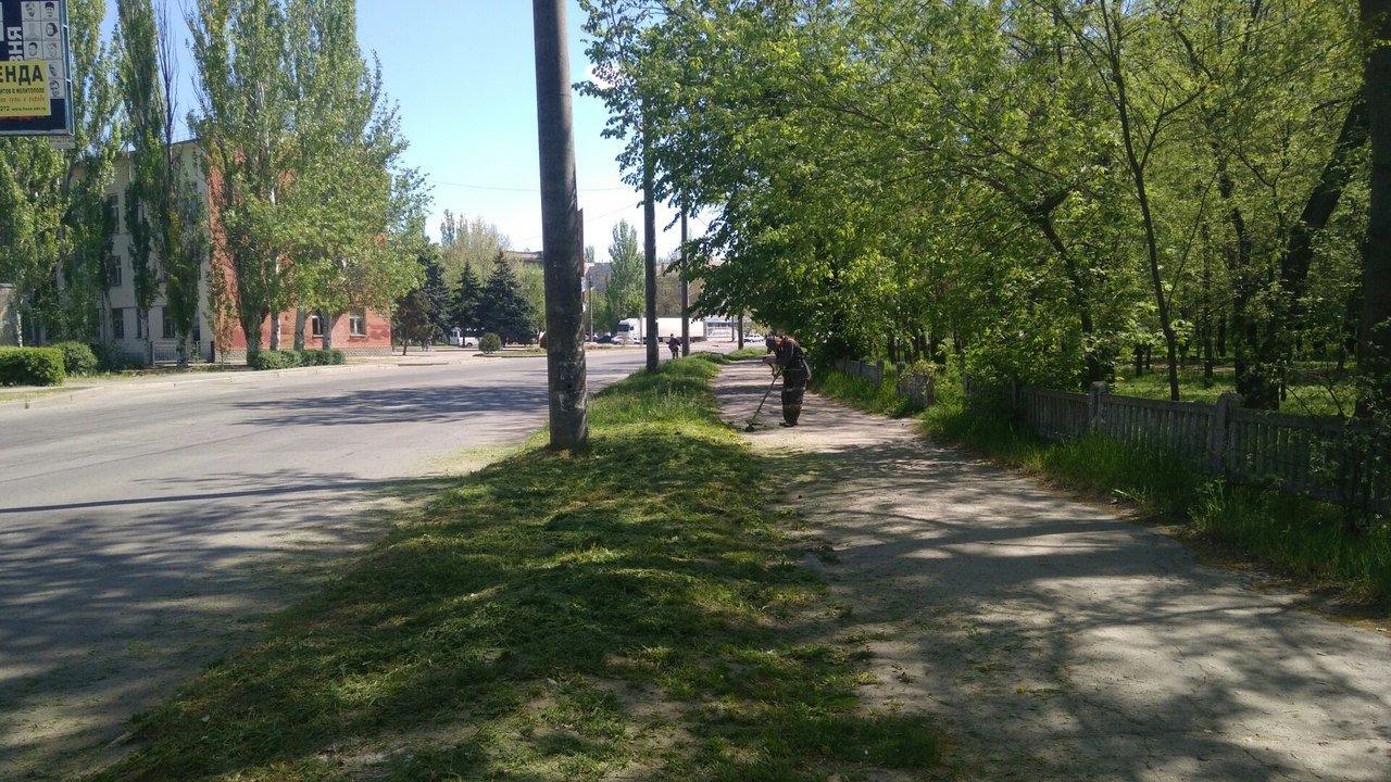 В Мелитополе сотрудники коммунальных служб работают даже в выходные дни, фото-1