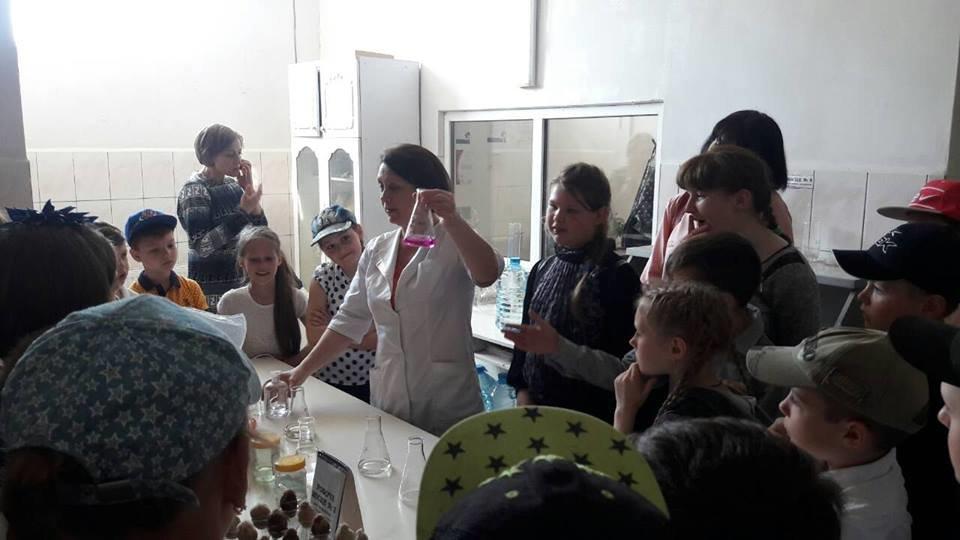 Мелитопольские школьники побывали на производстве минеральной воды, фото-1
