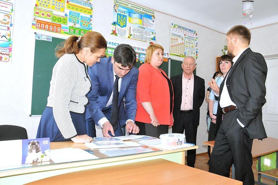Областные чиновники проинспектировали в каких условиях живут и учатся мелитопольские дети, фото-7