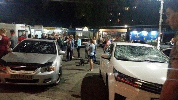 В Мелитополе неадекватный голый парень разбил лобовые стекла машин, - ФОТО, фото-3, Фото из соцсети