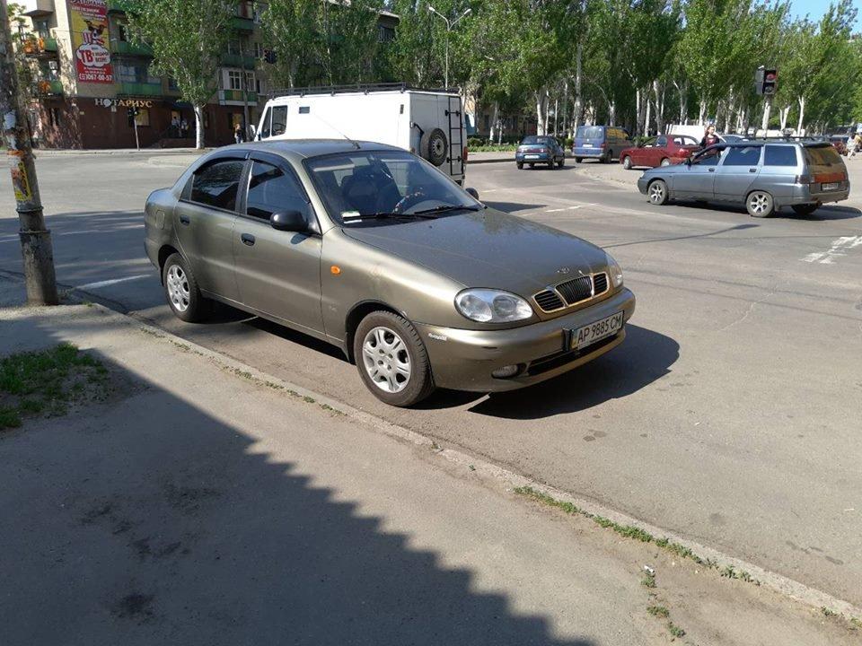 Мелитопольские водители продолжают парковать свои авто на пешеходных переходах, фото-2, Фото из открытого доступа