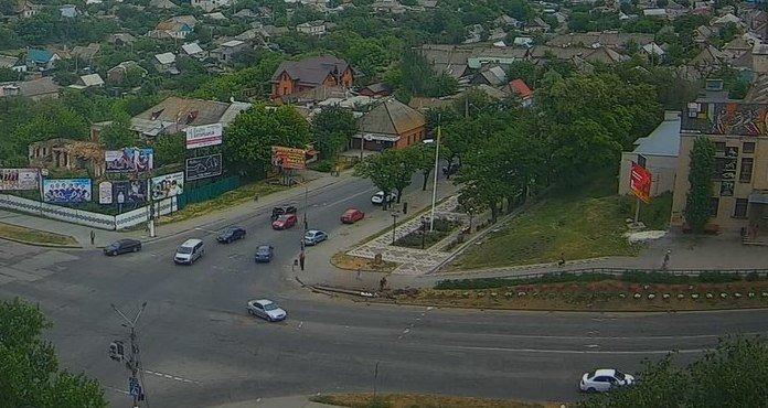 В Мелитополе водитель на Опеле снес столб со светофором, фото-4
