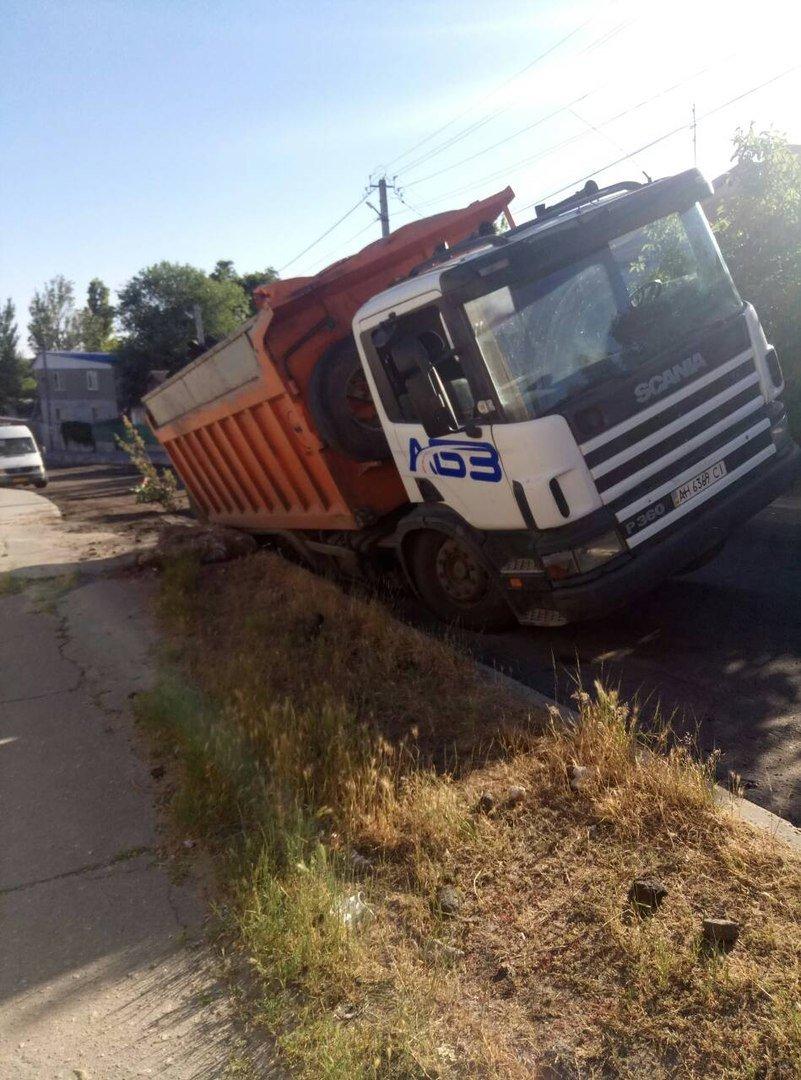 В Мелитополе в нижней части города перевернулся грузовой автомобиль, - ФОТО , фото-1, Фото из открытого доступа