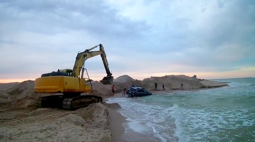 Водитель иномарки чуть не утопил авто в Азовском море, фото-1