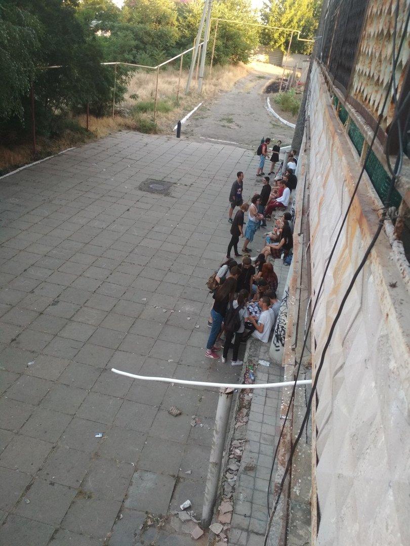 В центре Мелитополя молодежь организовала притон, фото-1, Фото из соцсетей