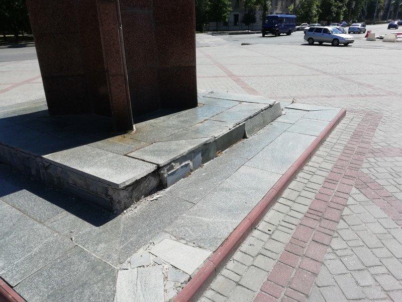 """Стела """"200 лет Мелитополю"""" нуждается в реставрации, фото-3"""