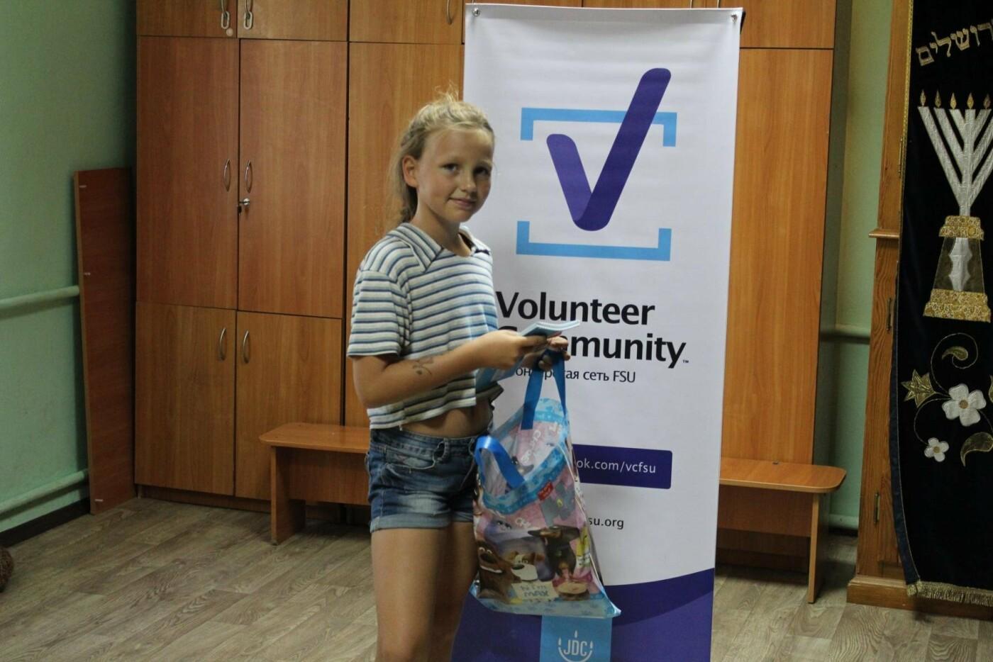 Волонтеры вручили мелитопольским детям школьные принадлежности , фото-4