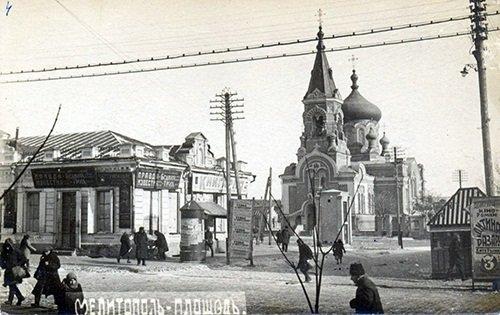На месте собора развернули торговлю, фото-1