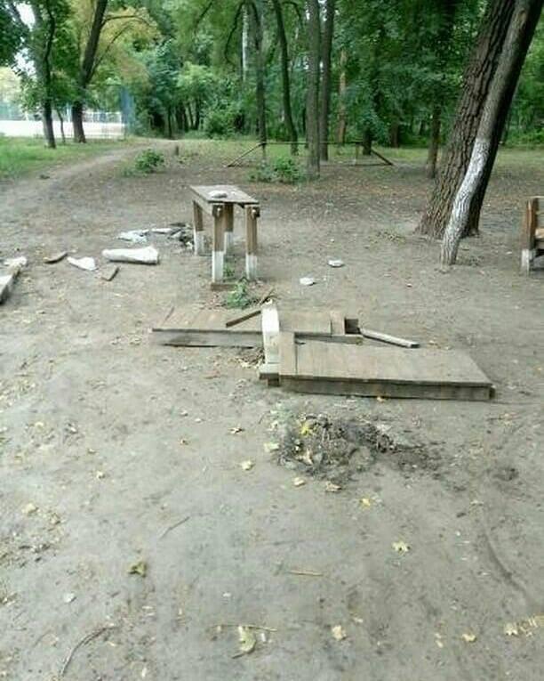 В мелитопольском парке неизвестные устроили погром, фото-2