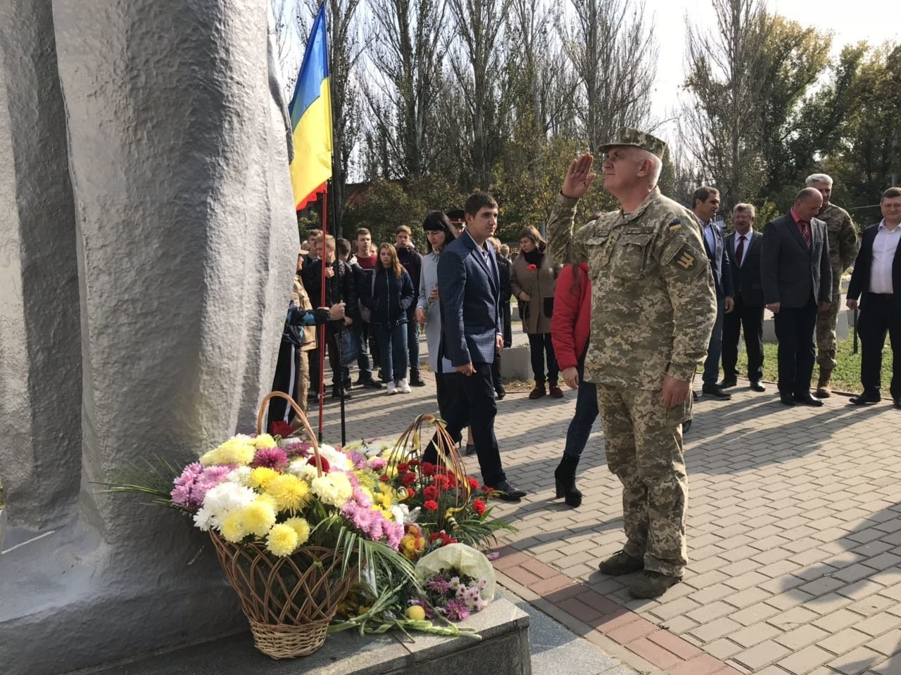 В День освобождения Мелитополя на Братском кладбище возложили цветы , фото-8